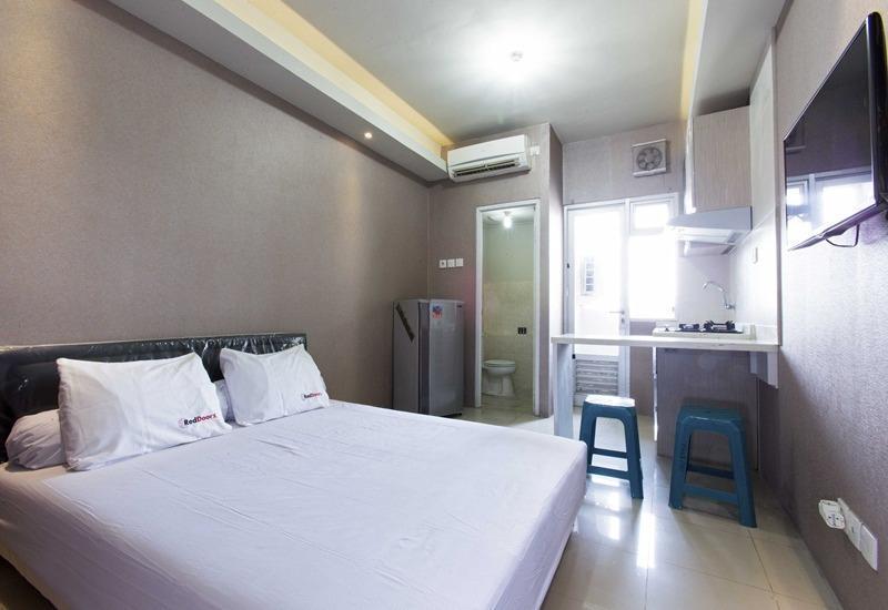 RedDoorz Apartment @ Pegangsaan Kelapa Gading 2 Jakarta - Kamar tamu