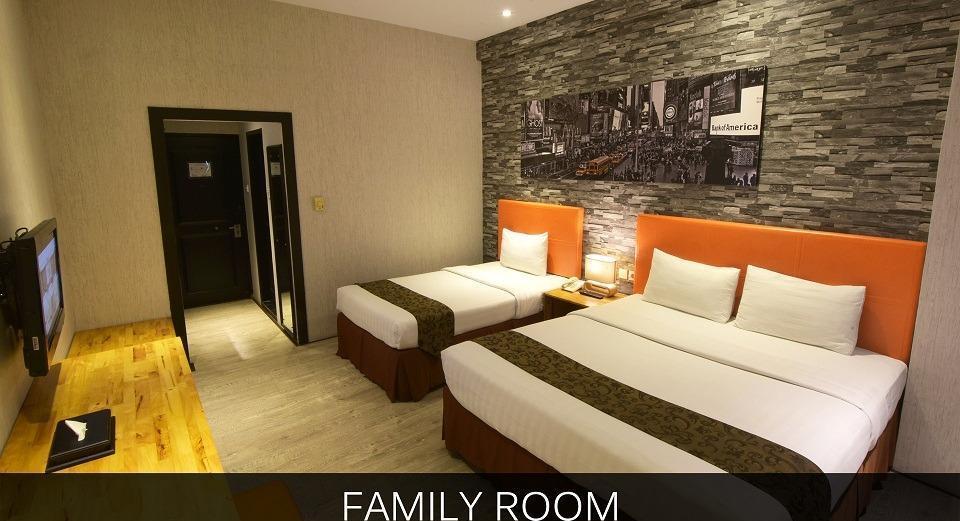 Hotel Polonia Medan - AMILY ROOM