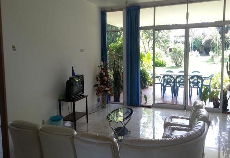 Villa Bunga Merah Gelatik Gelatik - Living Room