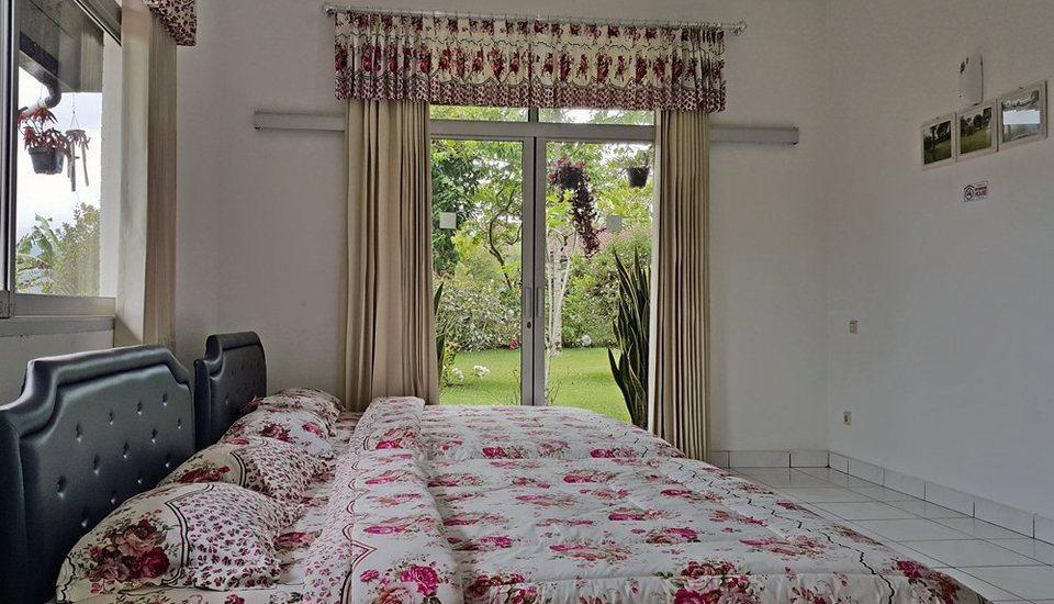 Villa Bunga Merah Gelatik Gelatik - Bedroom