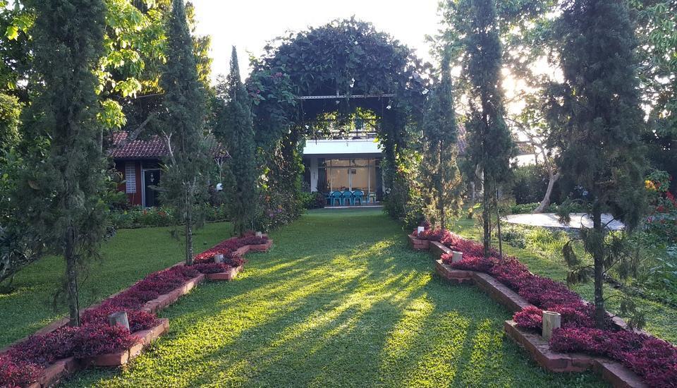 Villa Bunga Merah Gelatik Gelatik - Taman