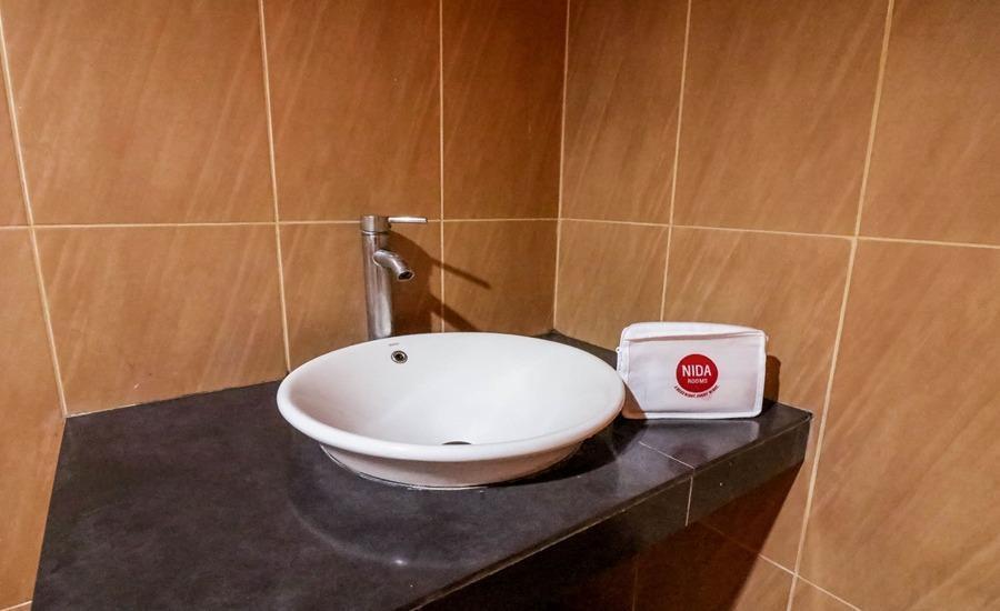 NIDA Rooms Ring Road Utara 186 Jogja - Kamar mandi