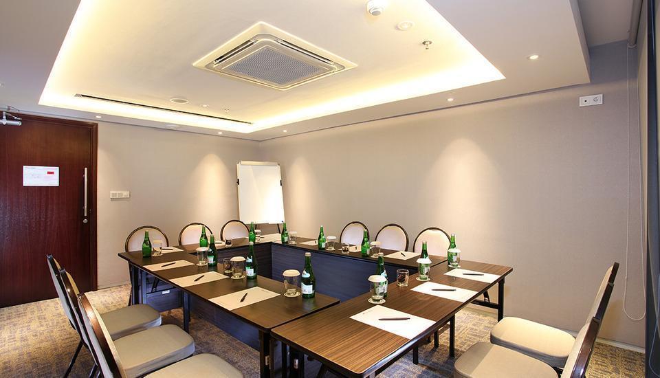Swiss-Belhotel Pondok Indah Jakarta - Meeting Room