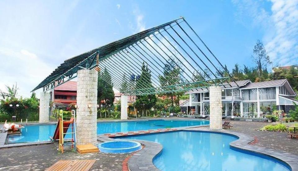 Villa Adelia Istana Bunga - Lembang Bandung Bandung - Kolam Renang