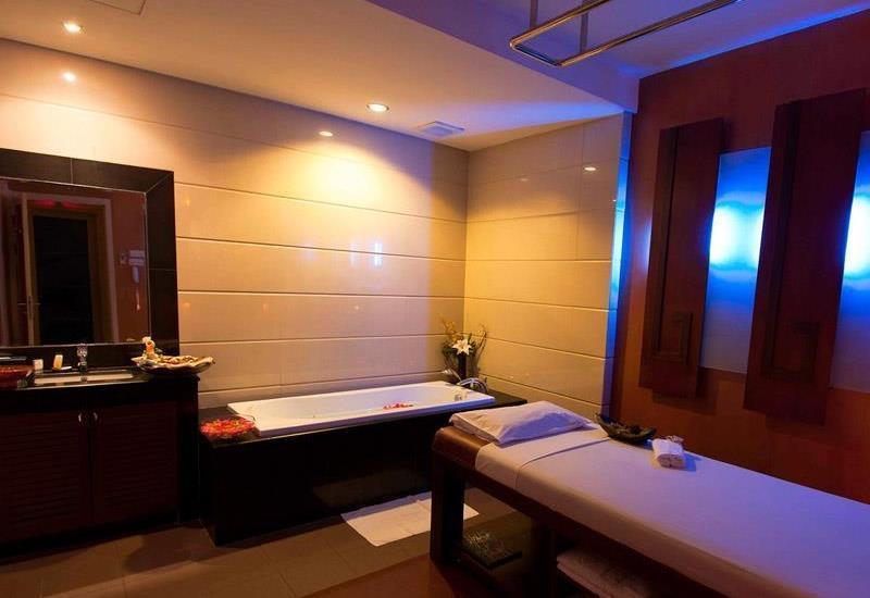FM7 Resort Hotel Jakarta - Massage Room