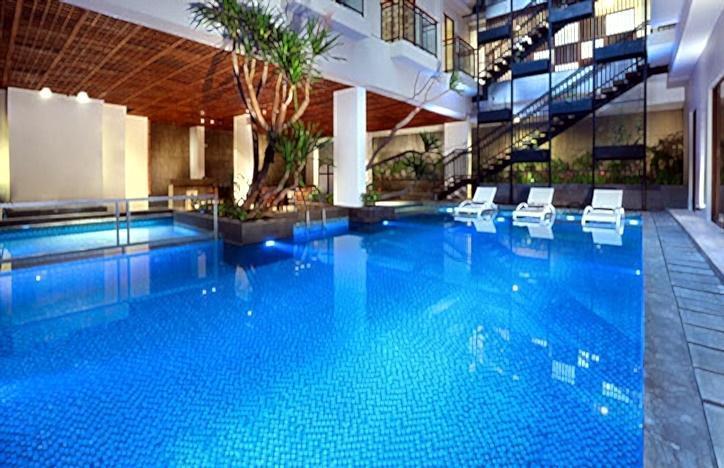 Neo Hotel Petitenget - Kolam Renang