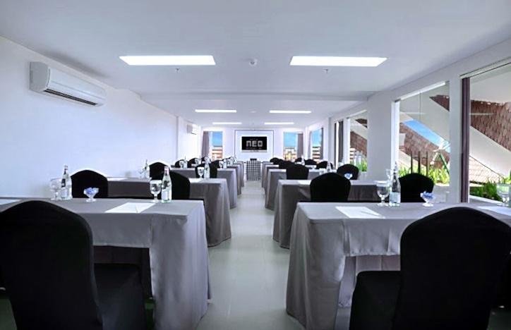 Neo Hotel Petitenget - Ruang Rapat