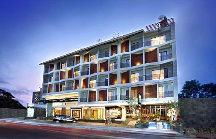 Neo Hotel Petitenget - Tampilan Luar Hotel