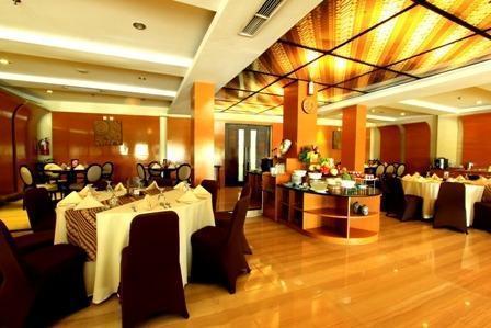 Ros In Hotel Yogyakarta - Restoran