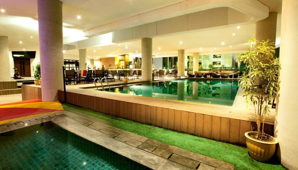 Golden Tulip Pontianak - Copacabana Pool and Lounge