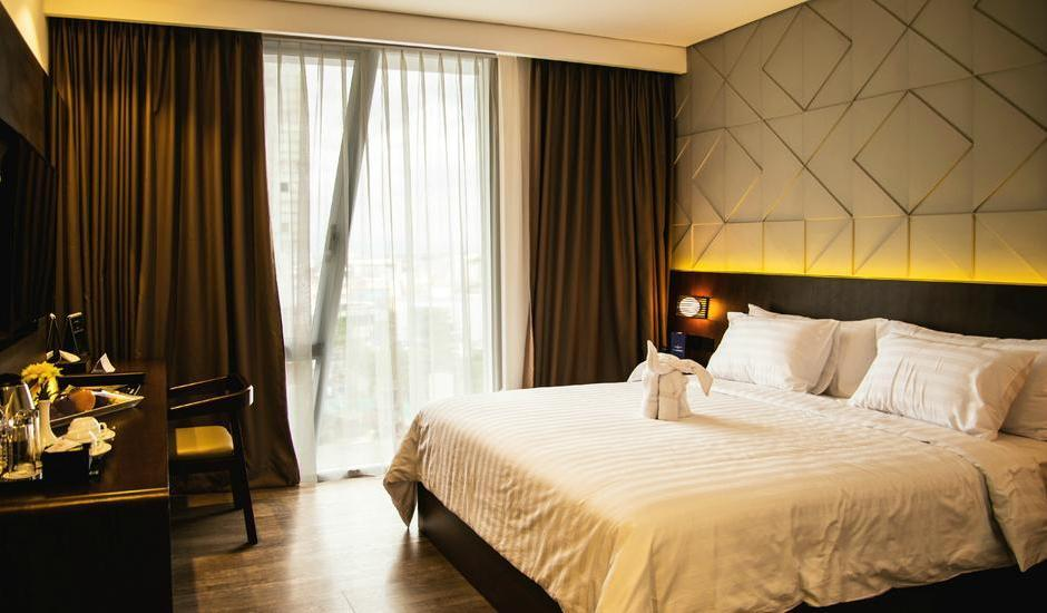 Golden Tulip Pontianak - Deluxe Queen - With Breakfast Regular Plan