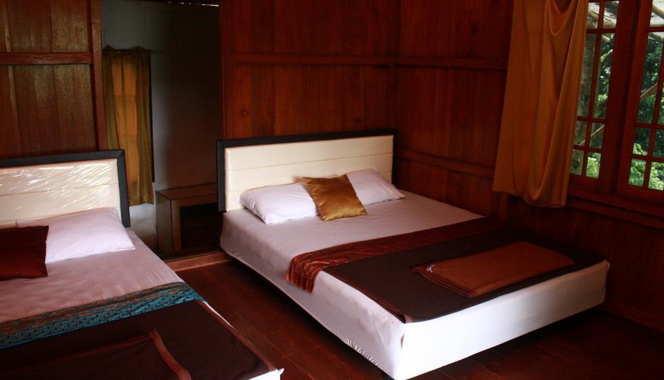 Villa Bantal Guling Bandung - Keluarga 4, rumah panggung dalam