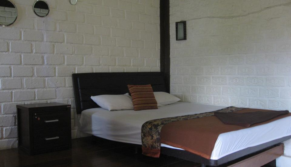 Villa Bantal Guling Bandung - Double Deluxe Room Regular Plan