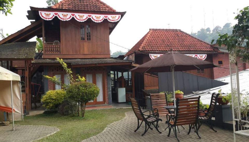 Villa Bantal Guling Bandung - Taman