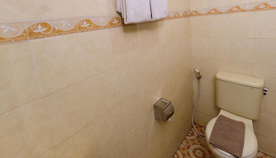 Uny Hotel Yogyakarta - Standar kamar mandi