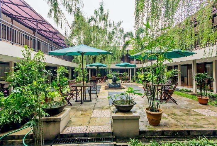 Hotel Guntur Bandung - Surroundings