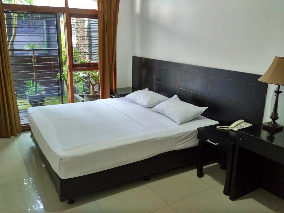 Penginapan Darma Surabaya - Superior Last Minute Deal