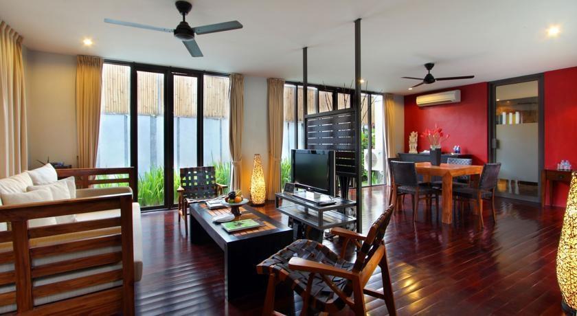 FuramaXclusive Bali - Ruang Tamu dan Ruang Makan