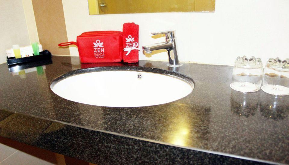 ZEN Rooms Lanto Daeng Pasewang Makassar - Kamar mandi