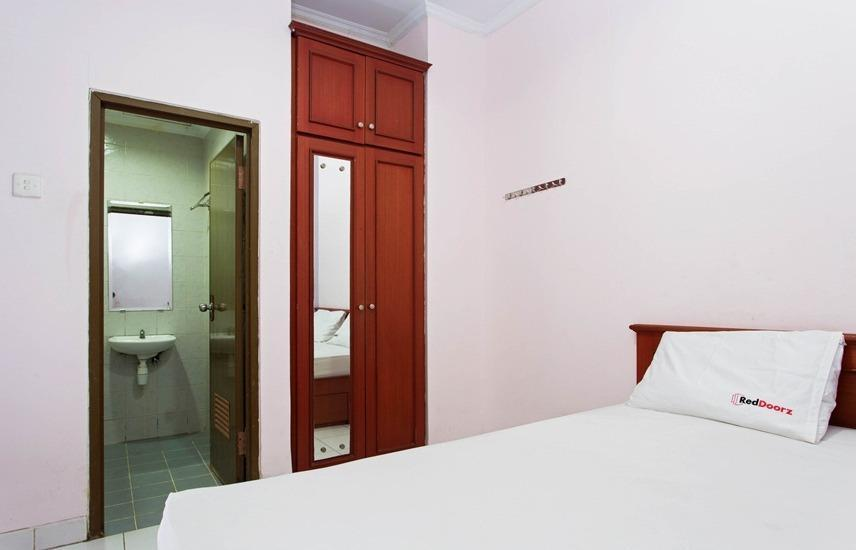 RedDoorz @Mangga Besar Raya Jakarta - RedDoorz Room Special Promo Gajian