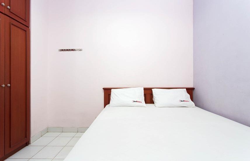 RedDoorz @Mangga Besar Raya Jakarta - RedDoorz Room Regular Plan