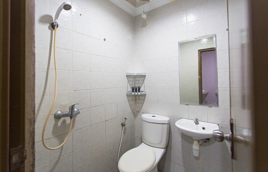 RedDoorz @Mangga Besar Raya Jakarta - Kamar mandi