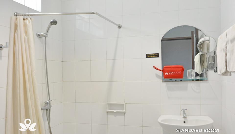 ZenRooms Sukajadi Sindang Sirna - Standard Room Bath