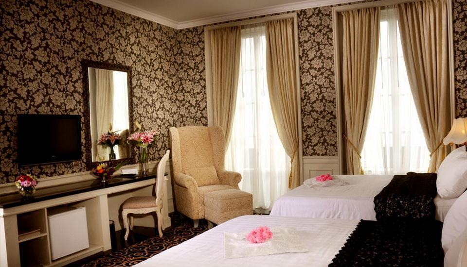 GH Universal Hotel Bandung - Deluxe Double Queen Regular Plan