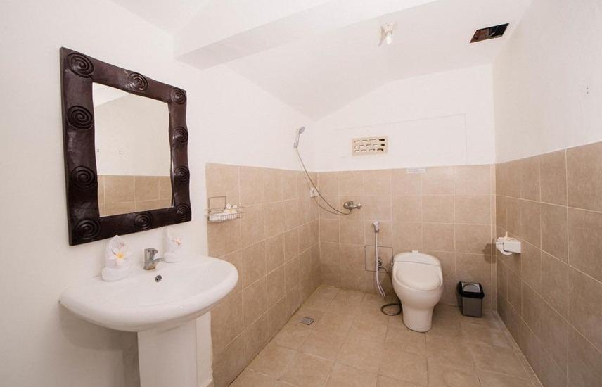 Grand Pudjawan Hotel Bali - Bathroom