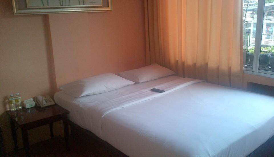 Twins Hotel Mangga Dua - Double Room With Breakfast Regular Plan