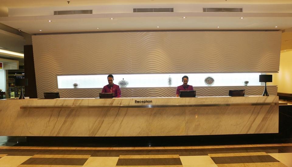 Holiday Inn Pasteur Bandung Bandung - Receptionist