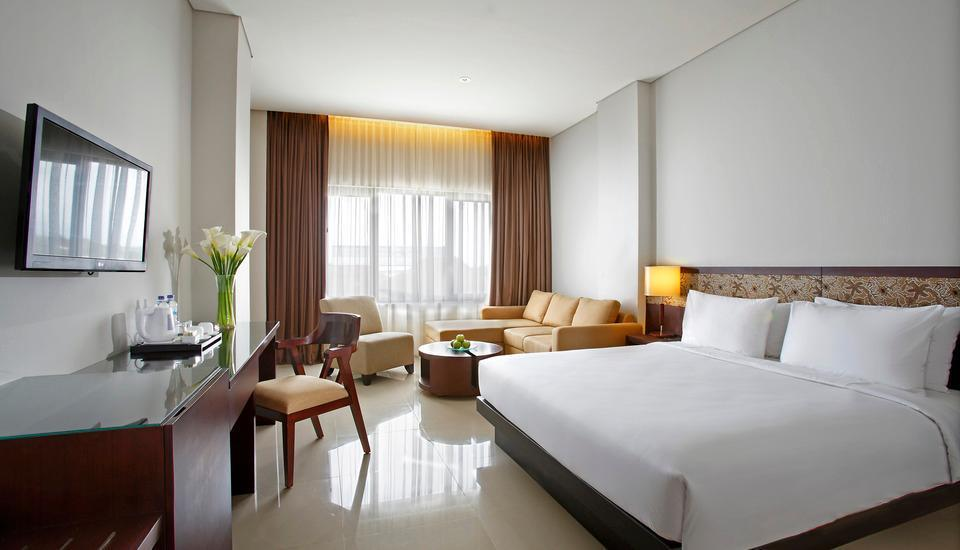 Hotel Santika  Purwokerto - Deluxe Room King Regular Plan