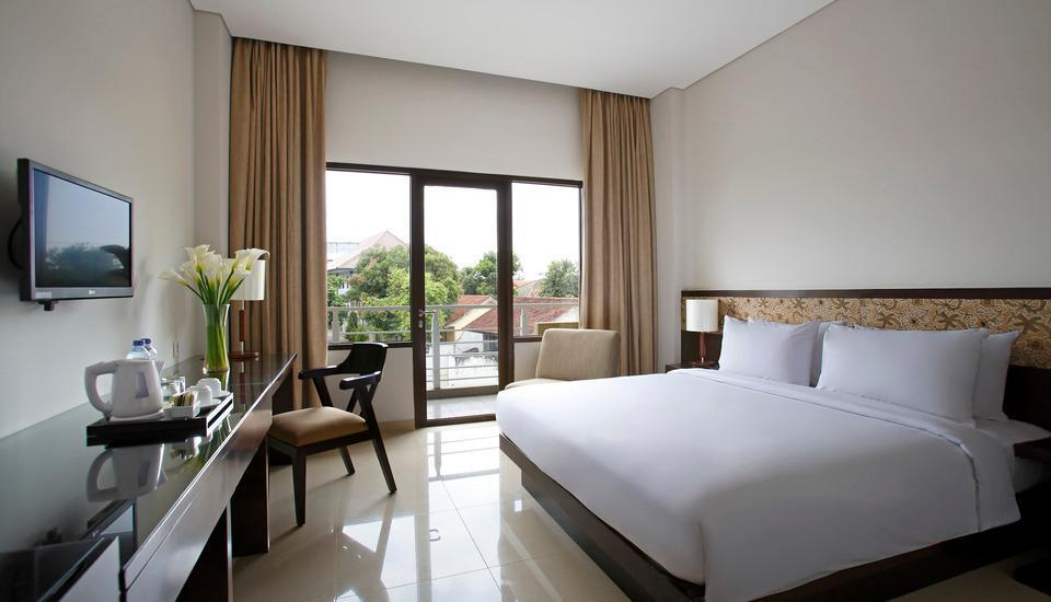 Hotel Santika  Purwokerto - Superior Room King with Balcony Regular Plan