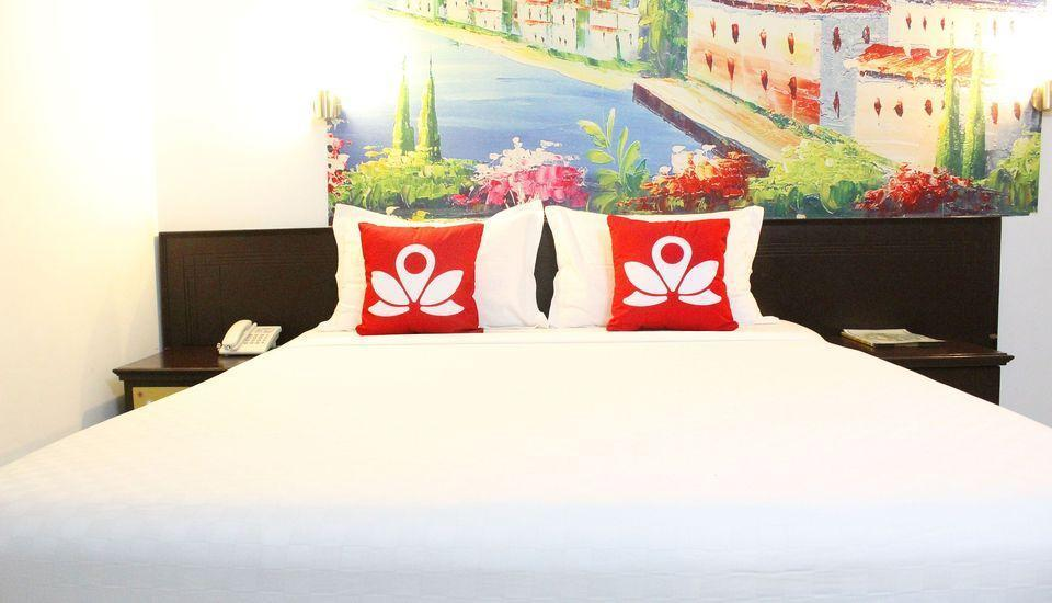 ZenRooms Sam Ratulangi Makassar - Tampak tempat tidur double