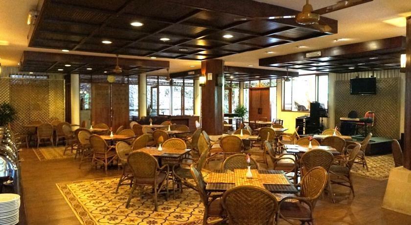 Kampung Sumber Alam Garut Garut - Restaurant