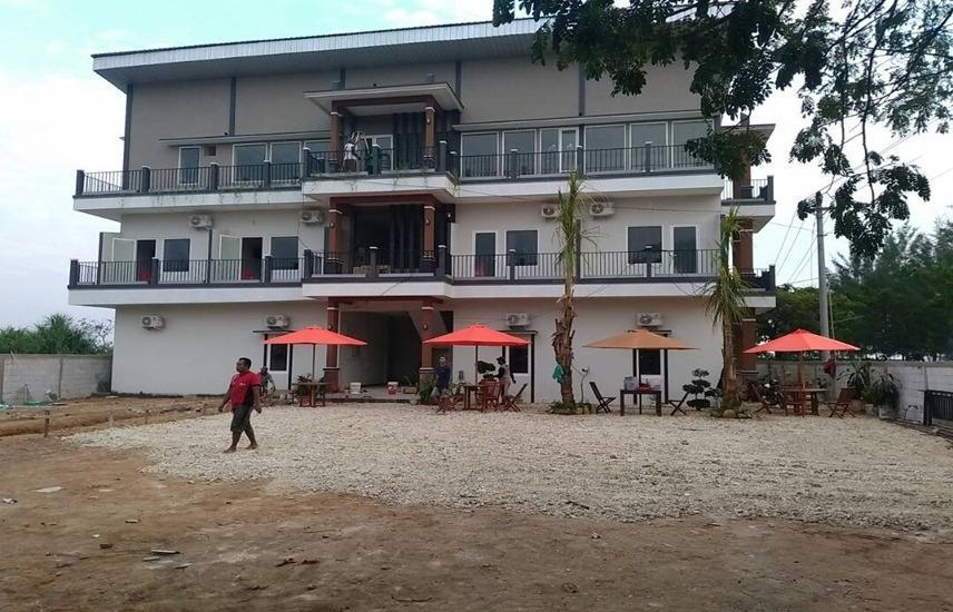 Bandengan Beach Hotel Jepara - Exterior