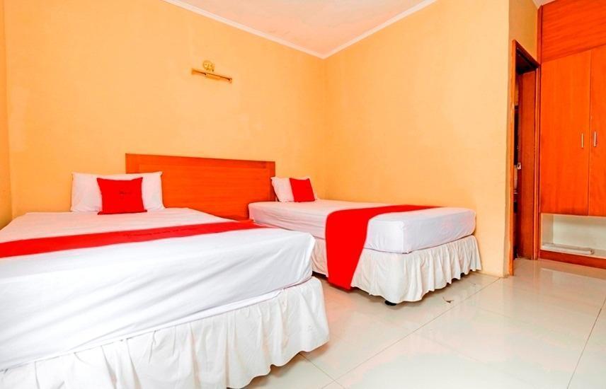 RedDoorz @ Desa Cijulang Sentul Bogor - Room