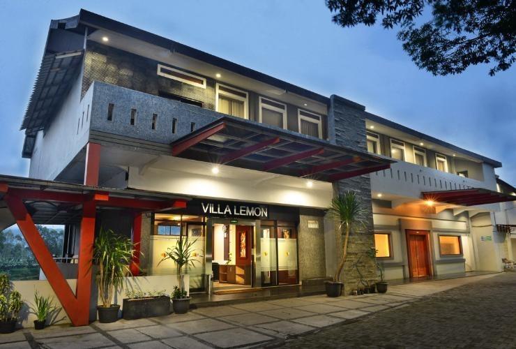 Villa Lemon Bandung - Facade