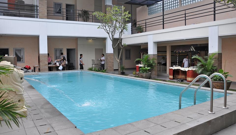 Dinasty Hotel Solo - kolam renang