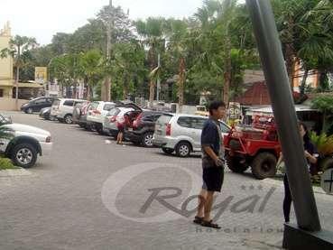 Hotel Royal Jember -  Area parkir