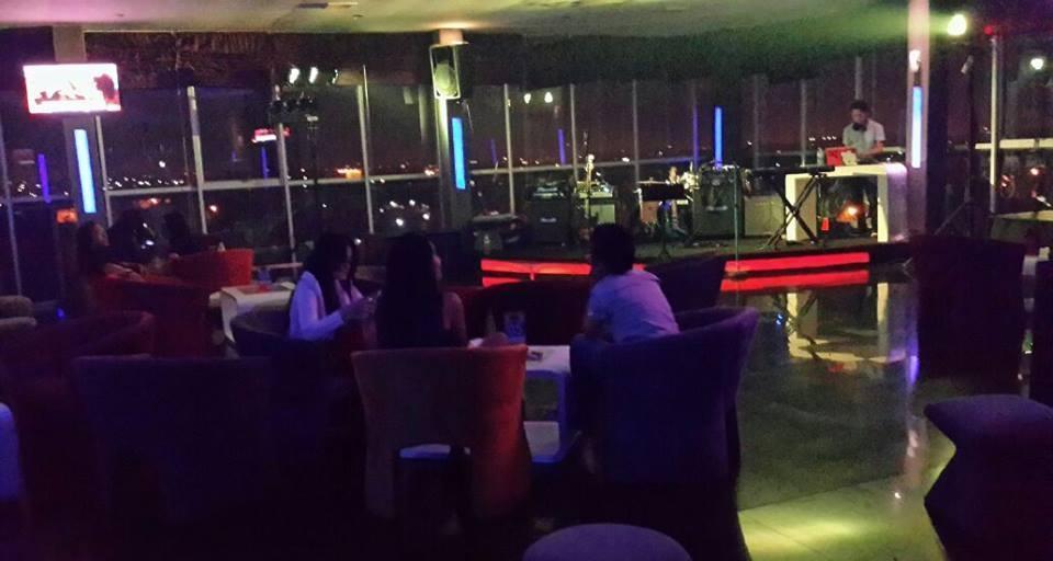 Hotel Candi Medan - SKY lounge Bar