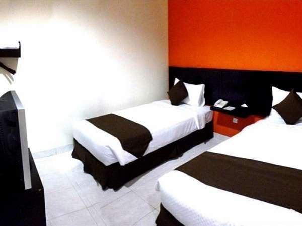 Hotel 88 Embong Kenongo Surabaya - Deluxe Tempat Tidur Twin