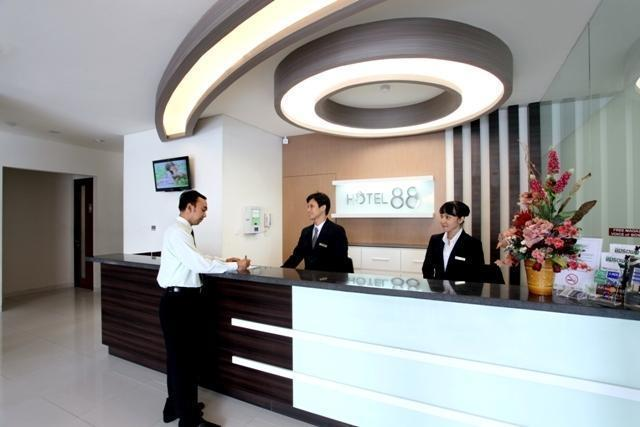 Hotel 88 Embong Kenongo Surabaya - Reception1