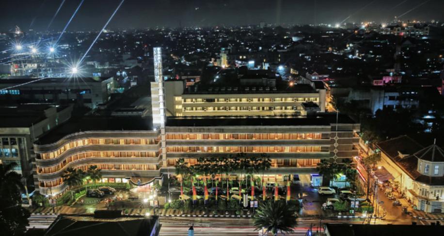 Savoy Homan Bandung - terlihat pada malam hari