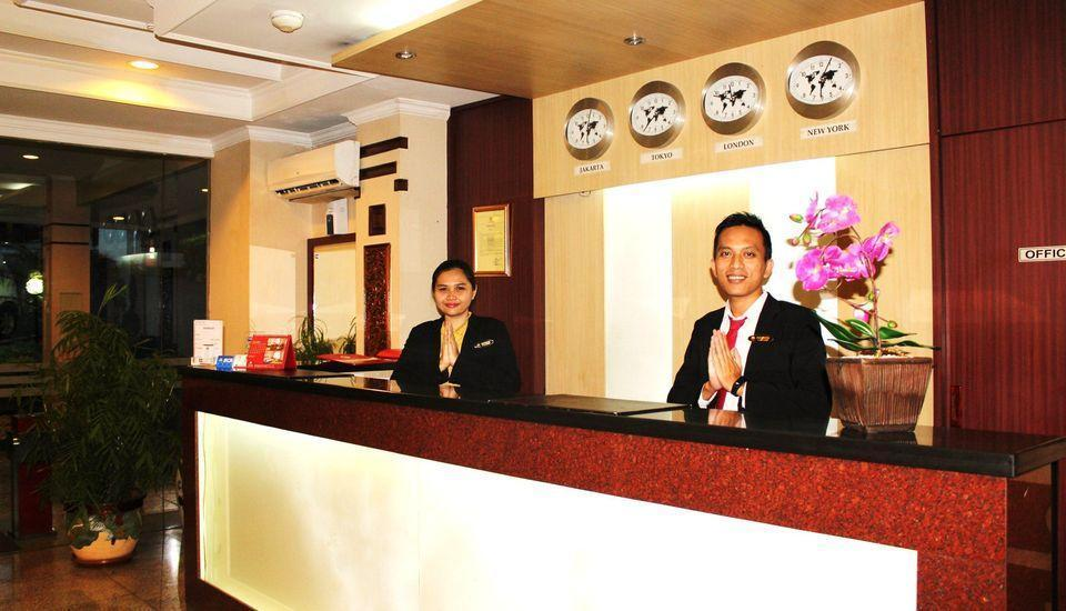 Citra Inn Hotel International & Restaurant Bekasi - Meja depan