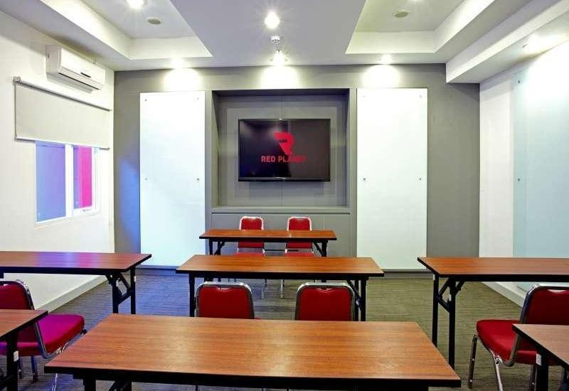 Red Planet Makassar - Meeting Room