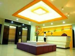 Maumu Hotel Surabaya - Resepsionis