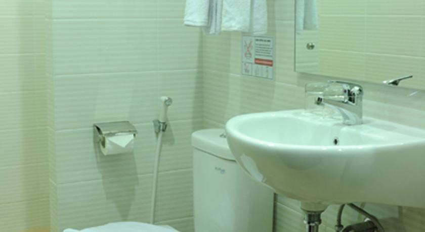 Maumu Hotel Surabaya - Bathrooms1