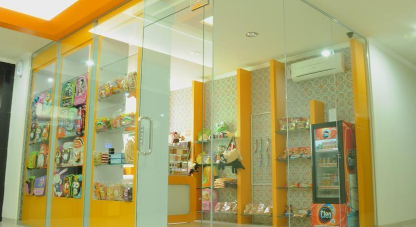 Maumu Hotel Surabaya - Minimarket1