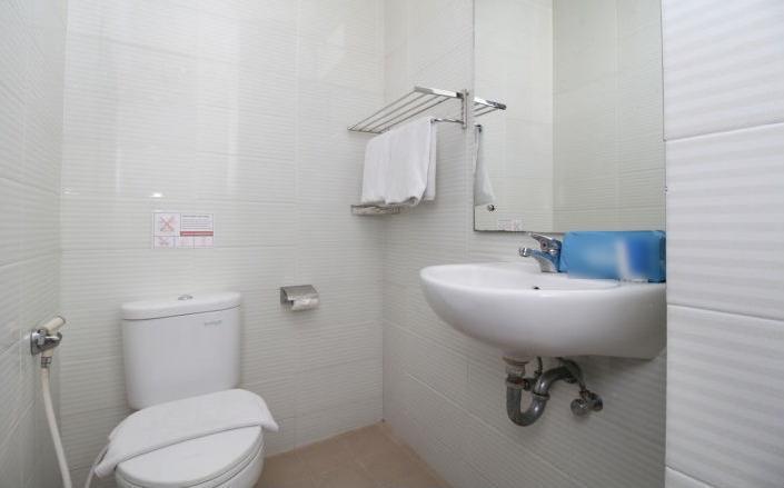 Maumu Hotel Surabaya - Bathroom
